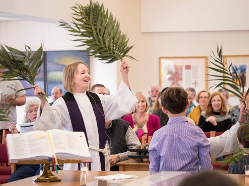 This image has an empty alt attribute; its file name is 18-0325_palmsunday_186.jpg